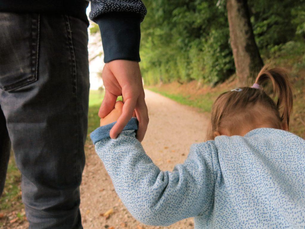 Schritt Hilft Papa Tochter Schritt Grazas ::