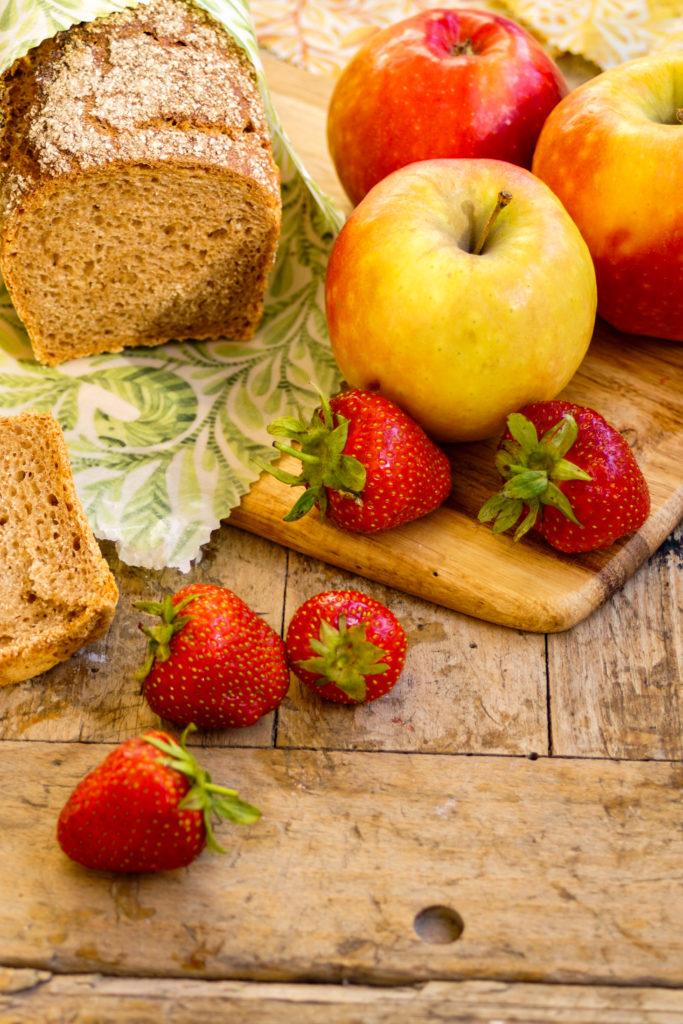 Wachstuch DIY: Nutze dein neues Wachstuch um ein gutes Brot einzupacken